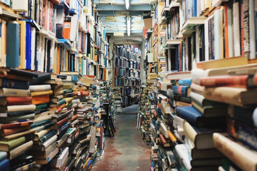 平積みされている全ての本を読む