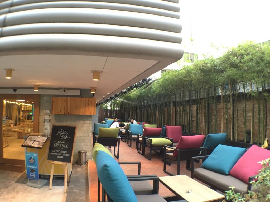バンコクのアソーク駅からSoi23沿いにあるNIKKO CAFEの無料WiFiを試してみた
