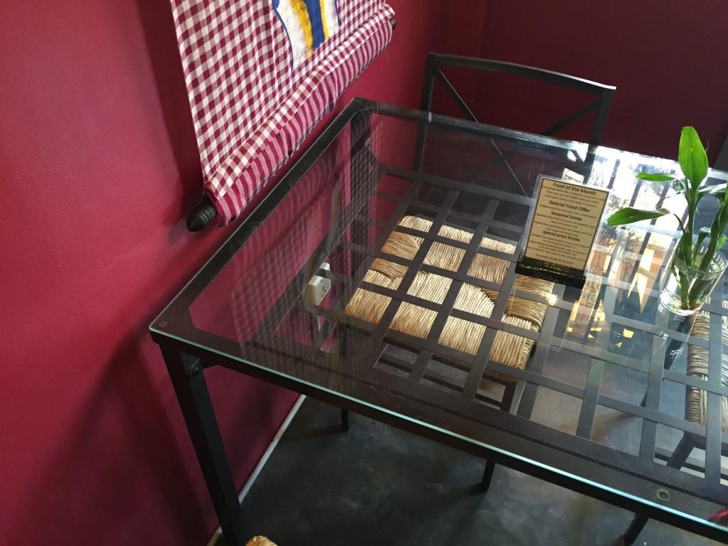 シェムリアップのオススメ無料WiFiカフェ「Joe to Go」の2階席は電源完備