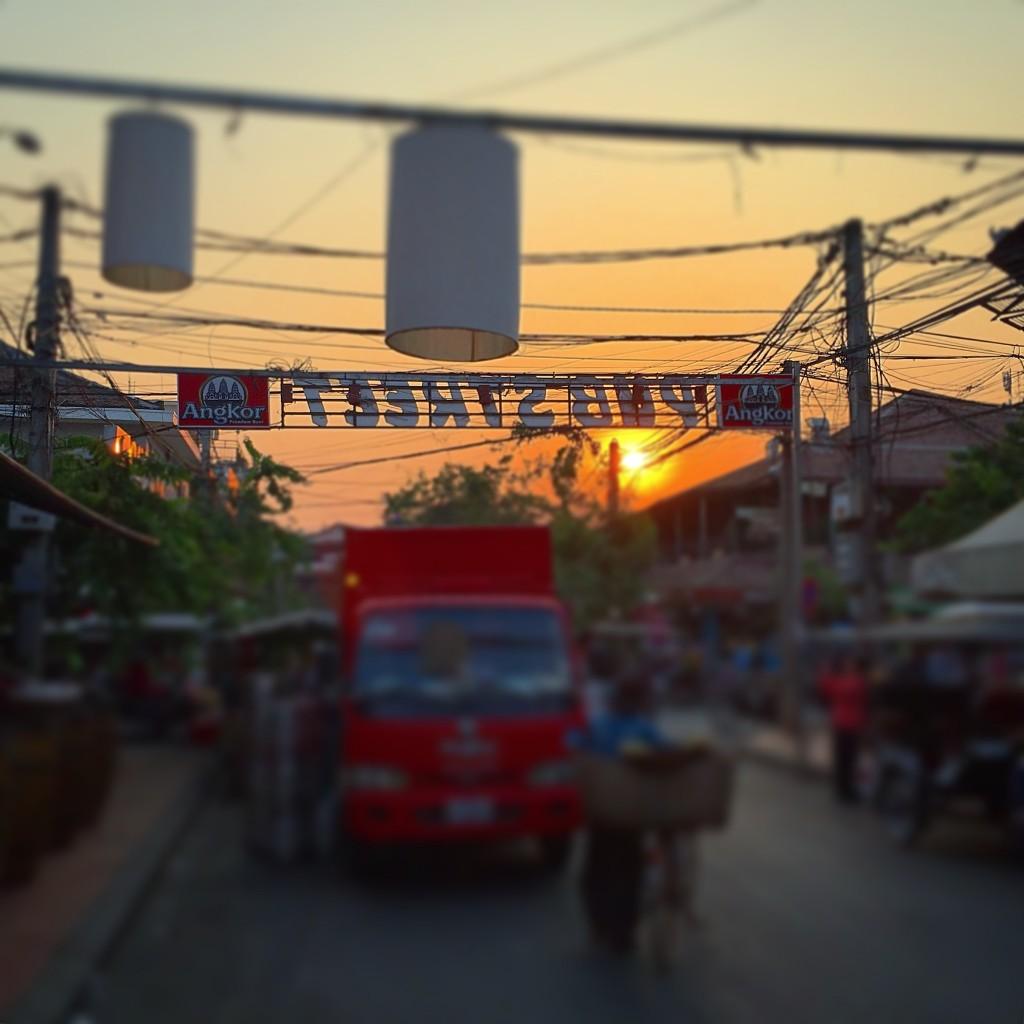 シェムリアップのパブストリートの夕方