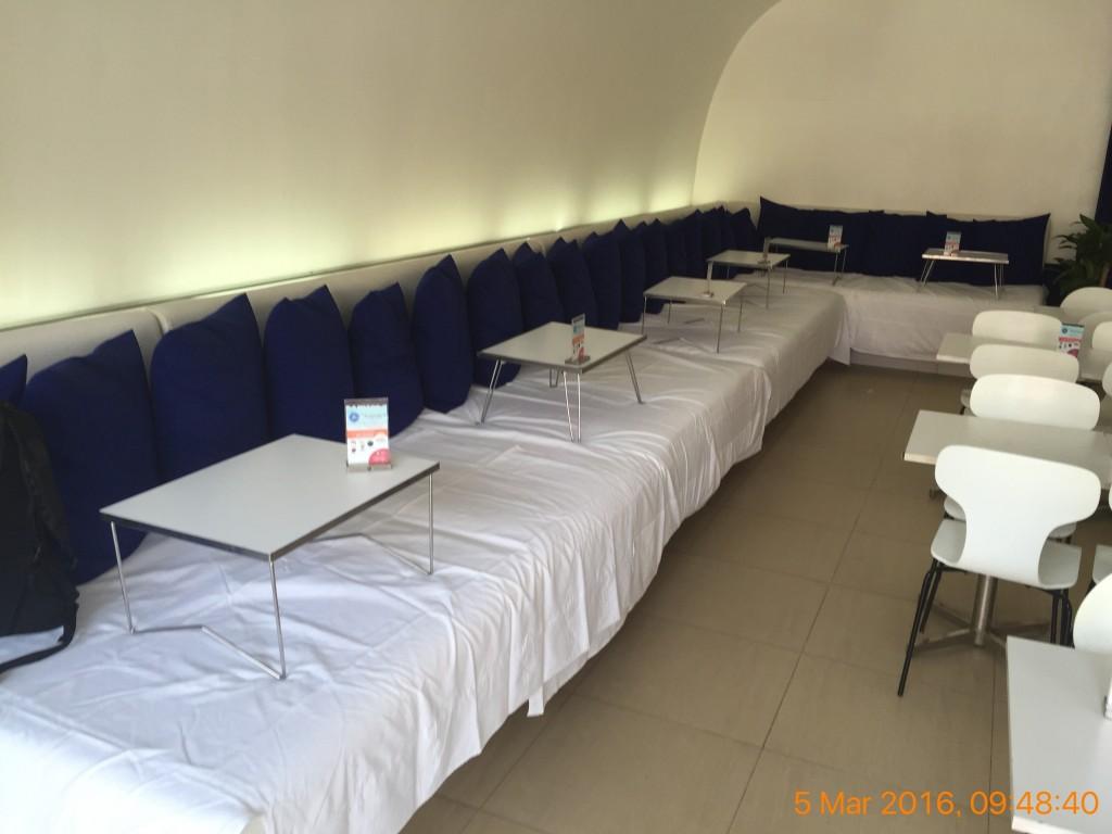 シェムリアップのオススメ無料WiFiスポット第3位 Blue Pumpkin(sivatha street店)のソファー席