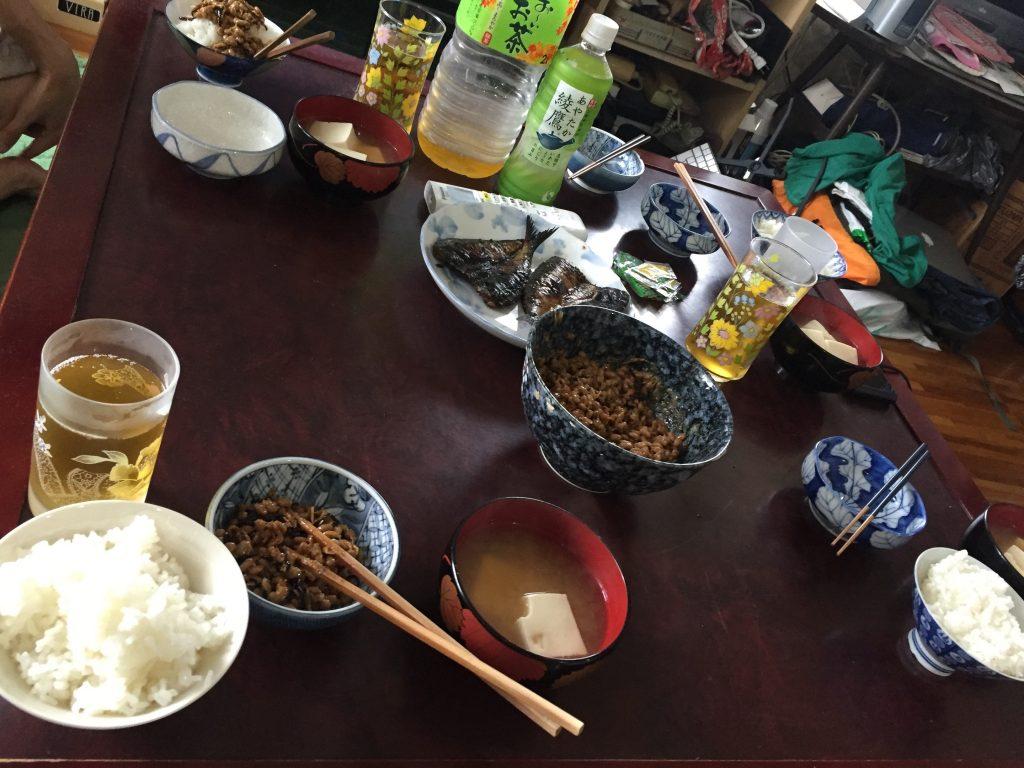アジの干物・豆腐の味噌汁・納豆