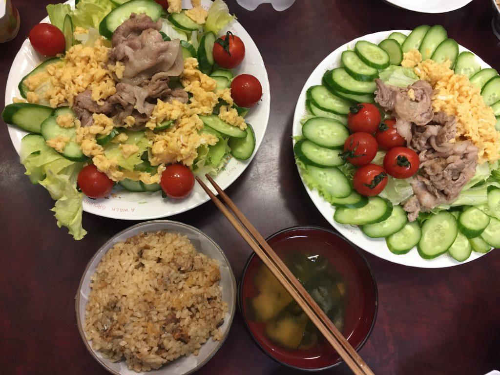 残り物の野菜・スクランブルエッグ・豚肉・炊き込みご飯