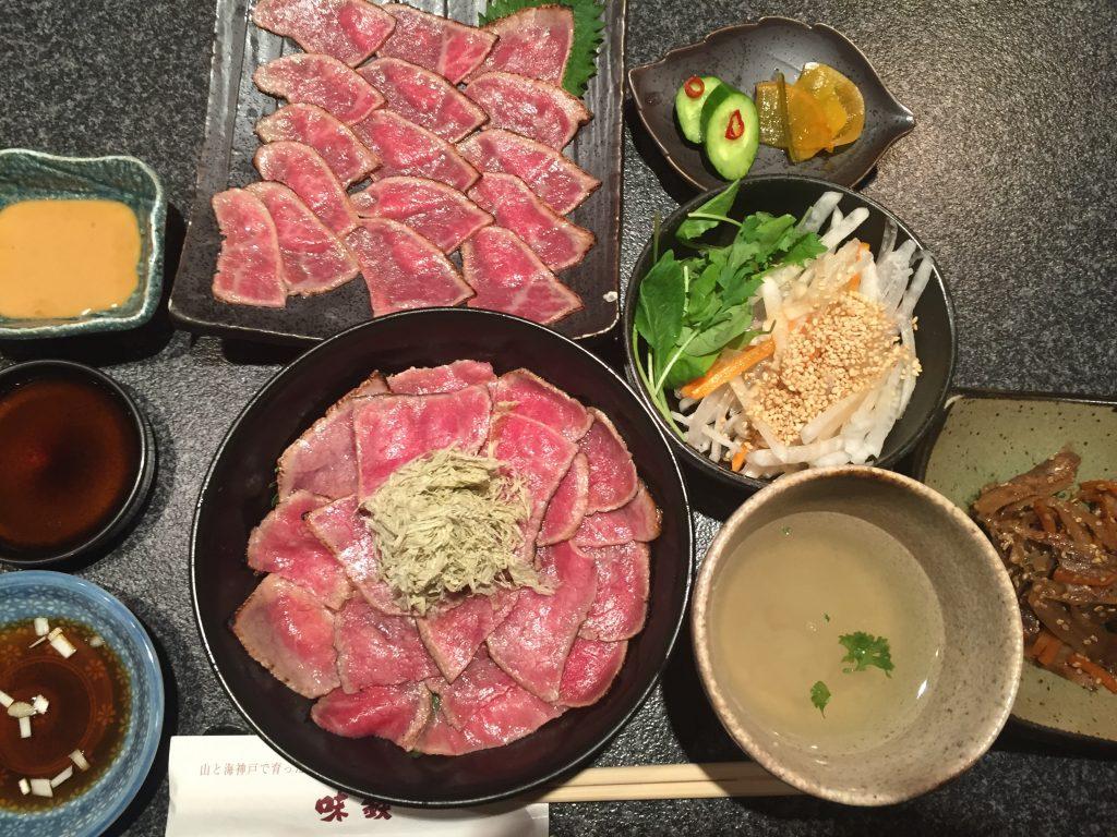【赤坂】絶品!1,000円で熟成牛の鉄火丼セットが食べられる!