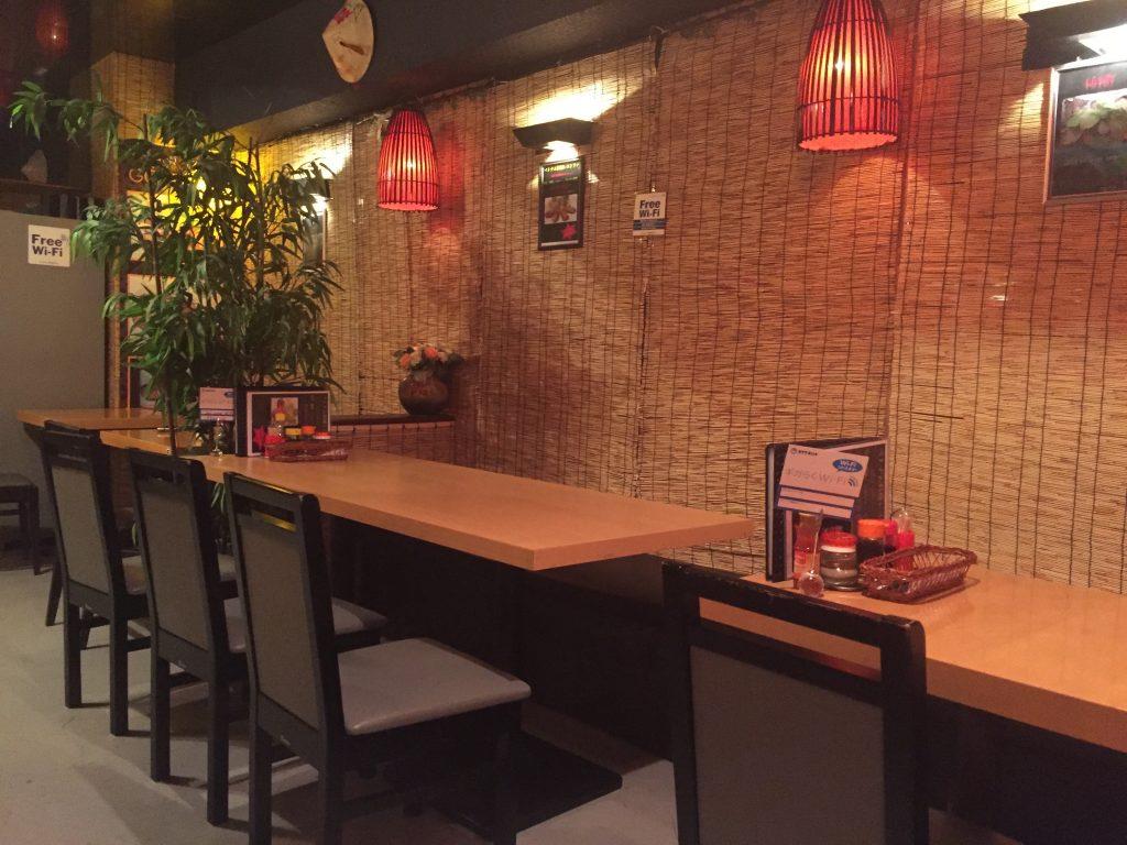 南千住のベトナム料理GOICUONの店内