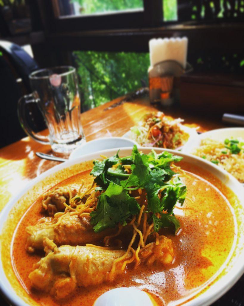 【四ツ谷】タイ料理ランチ「JASMINE THAI」のカオソーイが美味しい✨