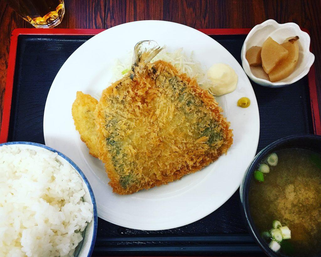 【再訪】足立市場の徳田屋食堂で名物グルメ「アジフライ」を食べた