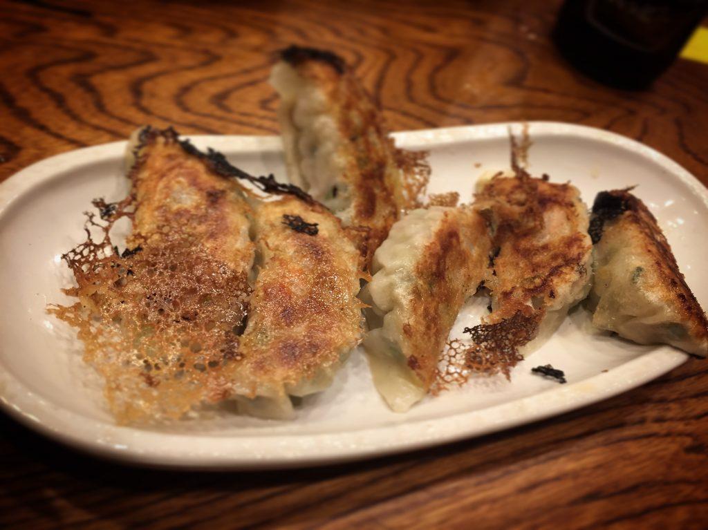 【柏】居酒屋グルメ感覚で楽しめる「食事処とんき」の焼き餃子がうまい!