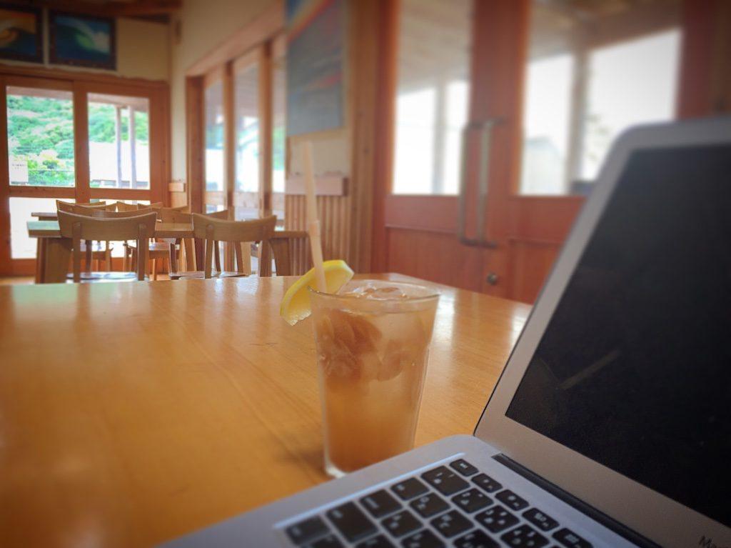 吉佐美大浜海水浴場のアメリカンダイナー「cafe mellow」