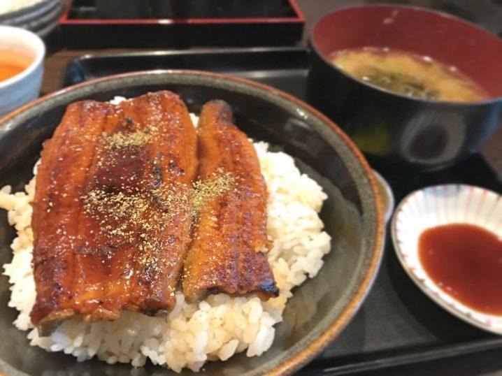 うな丼と刺身付定食のご飯増量(¥1,600)