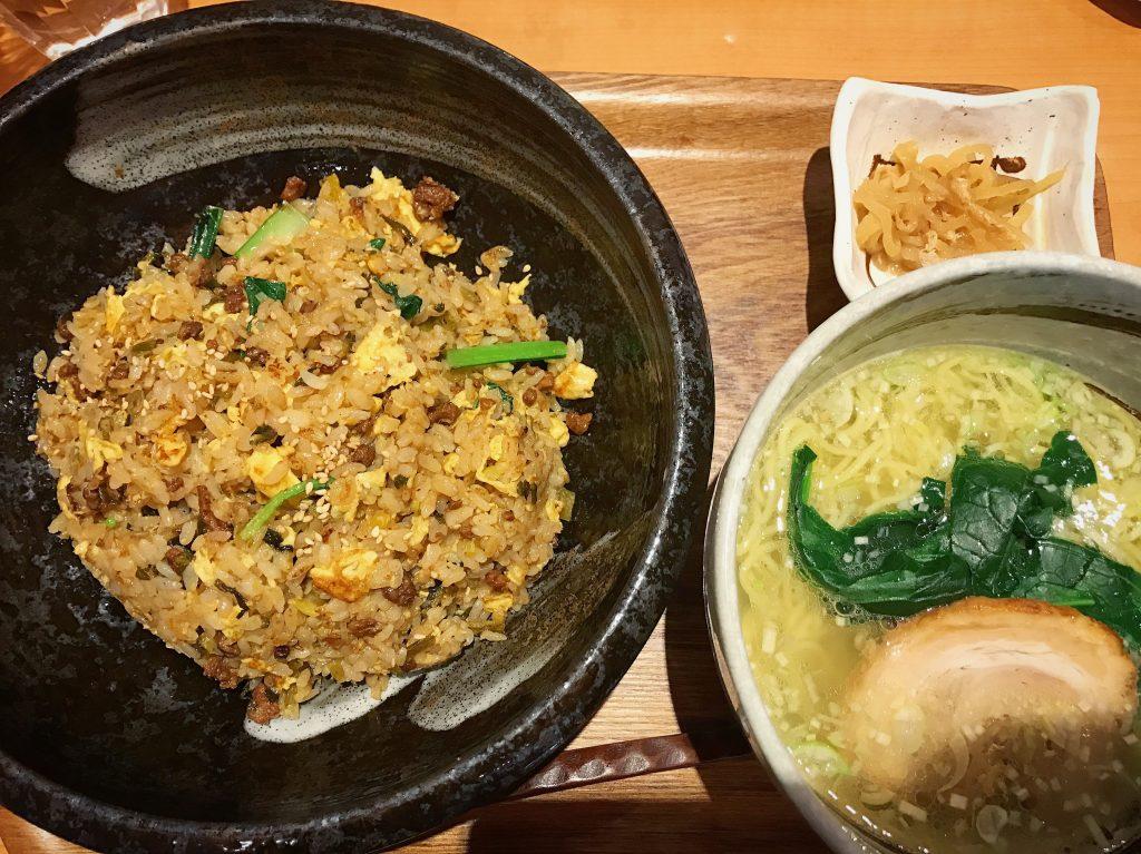 高菜とザーサイの四川ピリ辛炒飯(900円)+小ラーメン・塩(+200円)