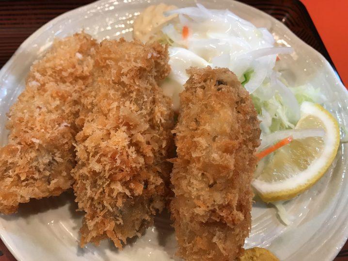 綾瀬の大人気居酒屋「味安」のカキフライ定食(890円)が大粒でうまい!