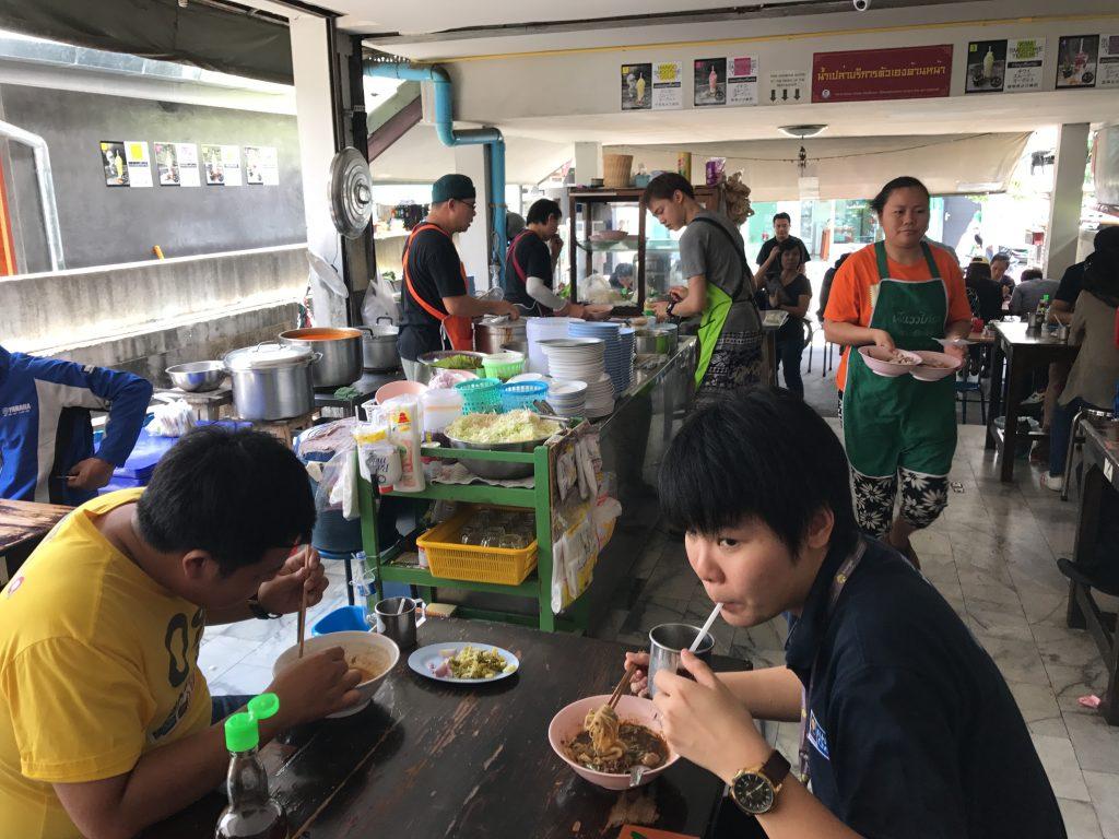 チェンマイのカオソーイ有名店「Khao Soi Mae Sai」行ってきた✨