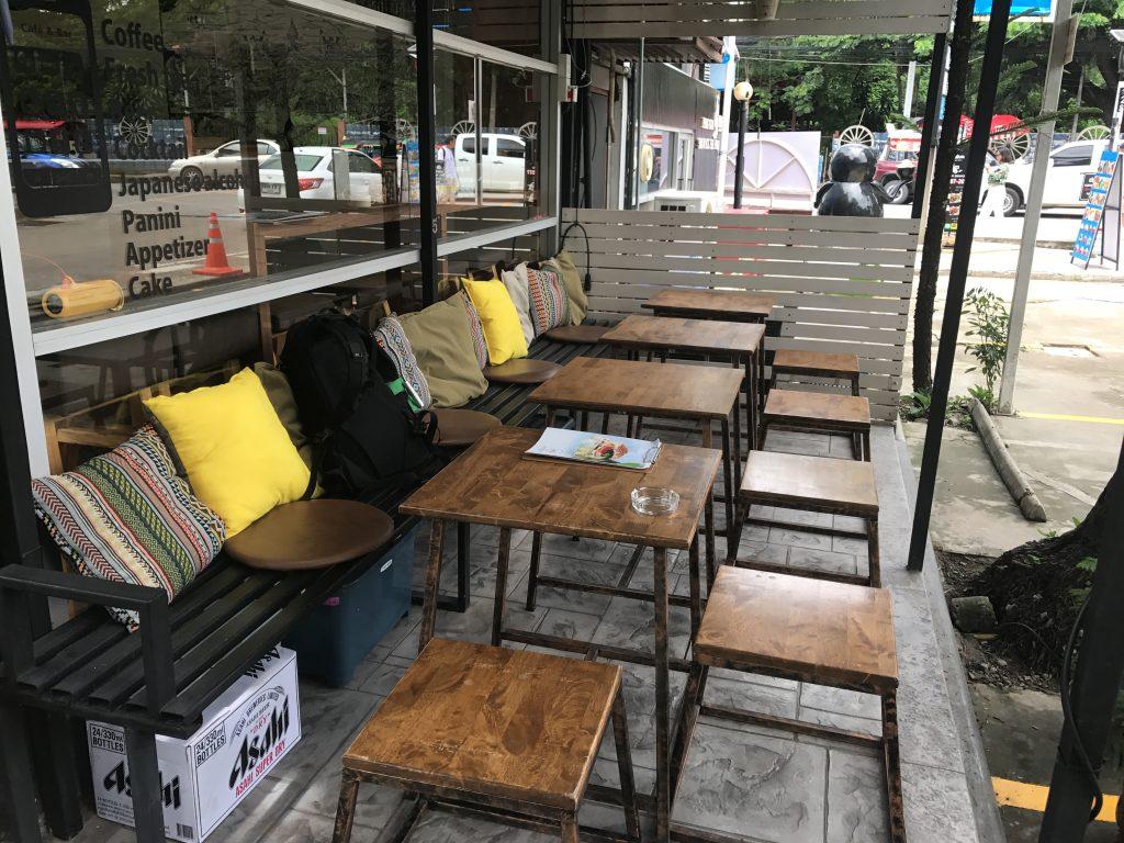 【Soi5 Rojiura Pub】チェンマイ ニマンヘミンで絶品パニーニ発見✨