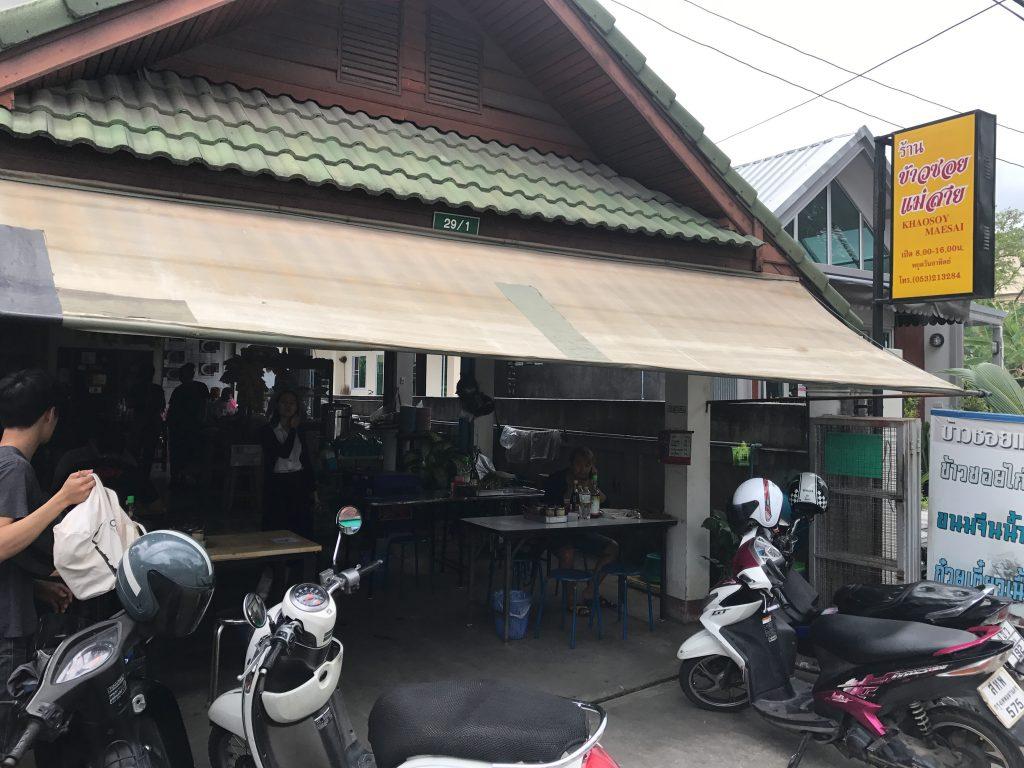 カオソーイ人気店Khao Soi Mae Saiの外観
