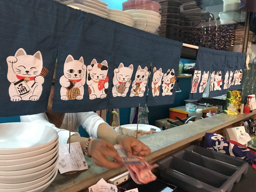 チェンマイ・ニマンヘミン通りから少し入ったところにあるミューかつ。メニューも日本語の美味しいトンカツのお店です。ミューかつの定休日・営業時間・メニューをまとめました!