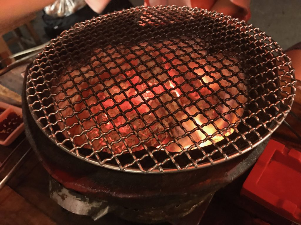 七輪で炭火焼き!焼肉チェンマイホルモンが美味しすぎる🌟