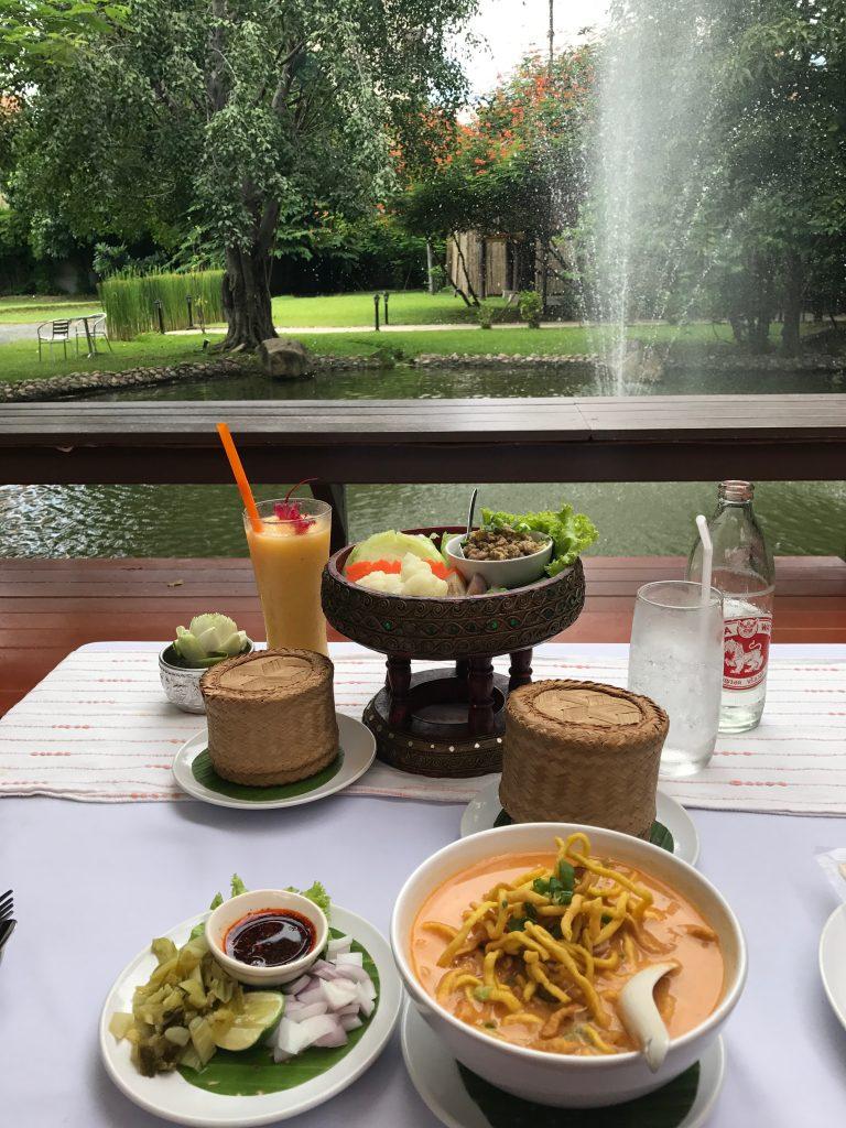 味よし雰囲気よしのチェンマイ旧市街のレストランchompor lanna