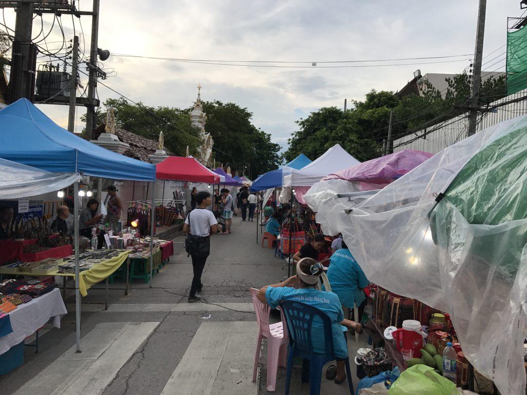 チェンマイのサンデーマーケットでぶらり旅