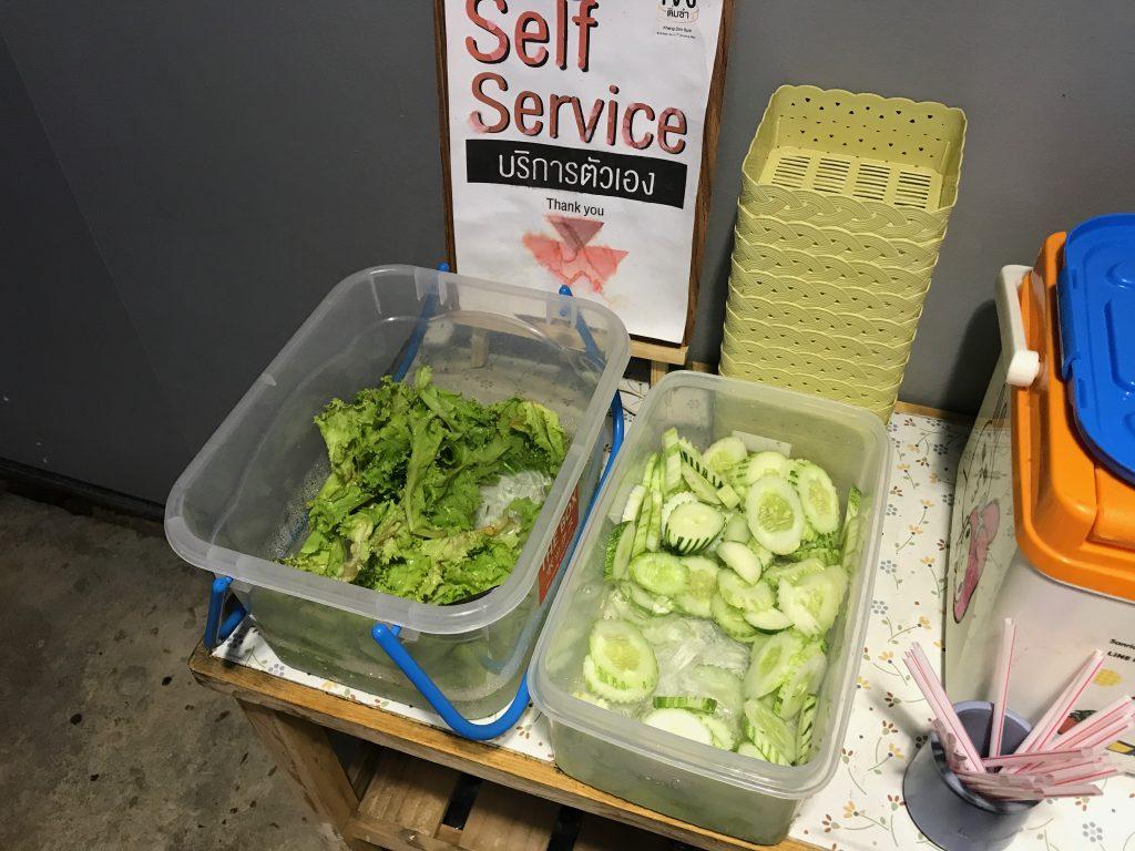 ④ 野菜と氷はセルフサービス