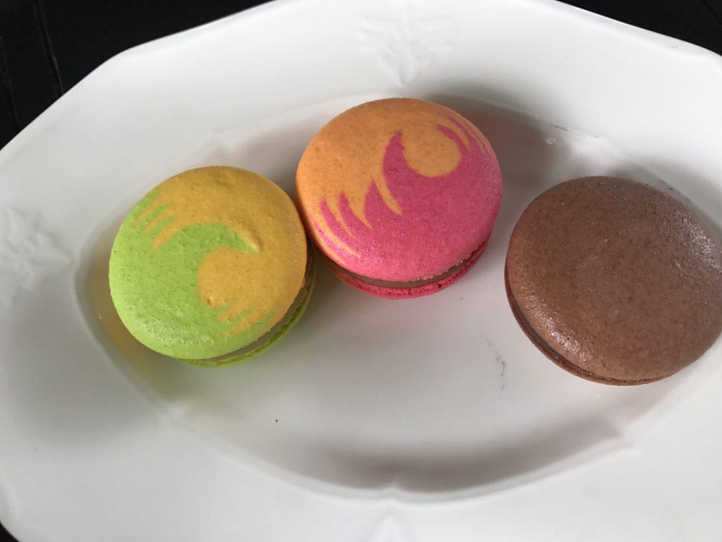 マカロン(Swiss Chocolate)100円  マカロン(Mango)100円  マカロン(Vieng Joom On Tea)120円