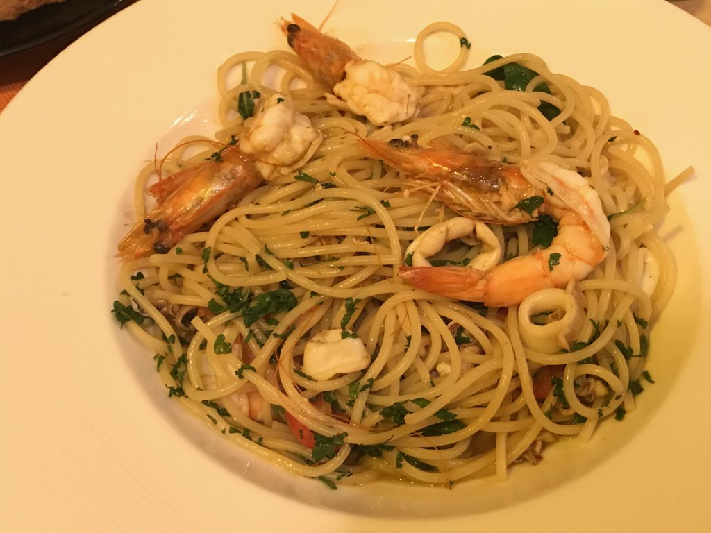SPAGHETTI SEAFOOD WITH FRESH TOMATO, HILI, OLIVE OIL, ZUCCHINI AND THAI BASIL(1,400円)