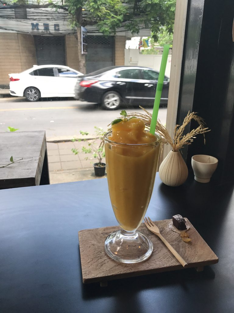 Real Fruit Smoothie(Mango)350円