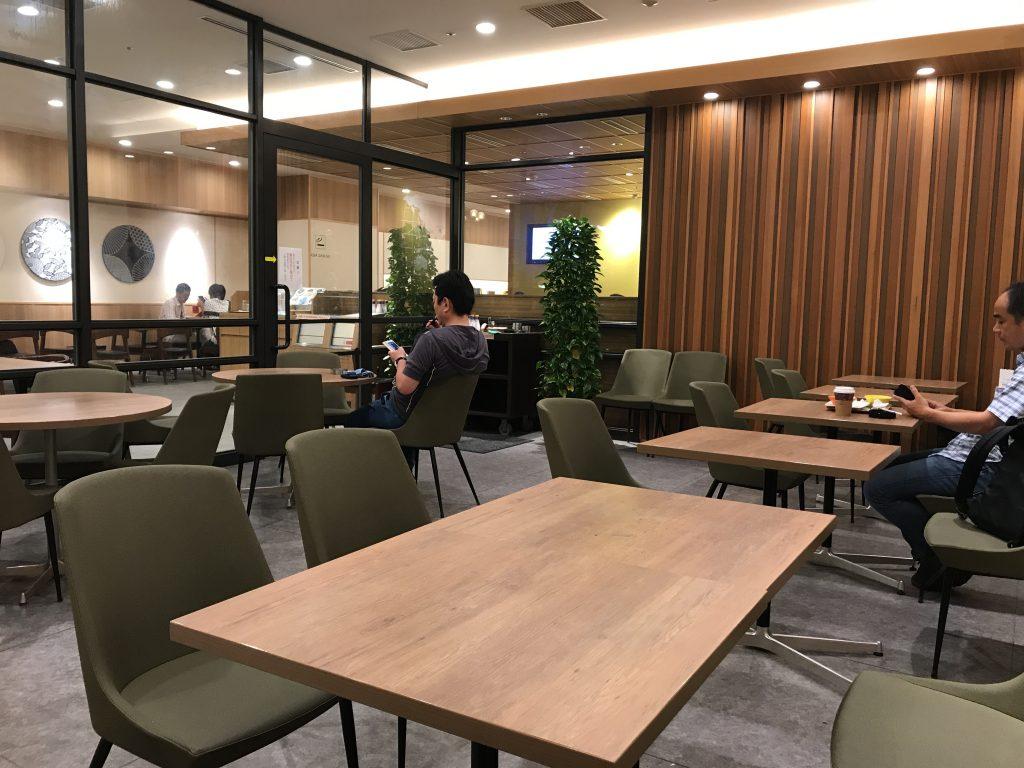 羽田食堂には分煙スペースがある(๑•̀ㅂ•́)و✧