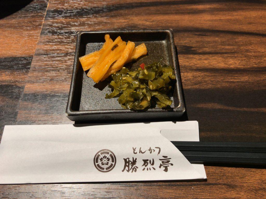 お漬物は2種類(高菜・沢庵)