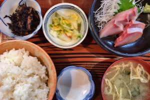 【綾瀬】コスパ最強の居酒屋「味安」のハマチ定食が美味しすぎてやばい