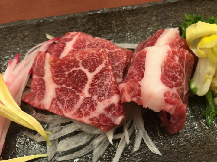 【居酒屋ランキング1位】熊本で馬刺しを食べるなら菅乃屋銀座通り店へ