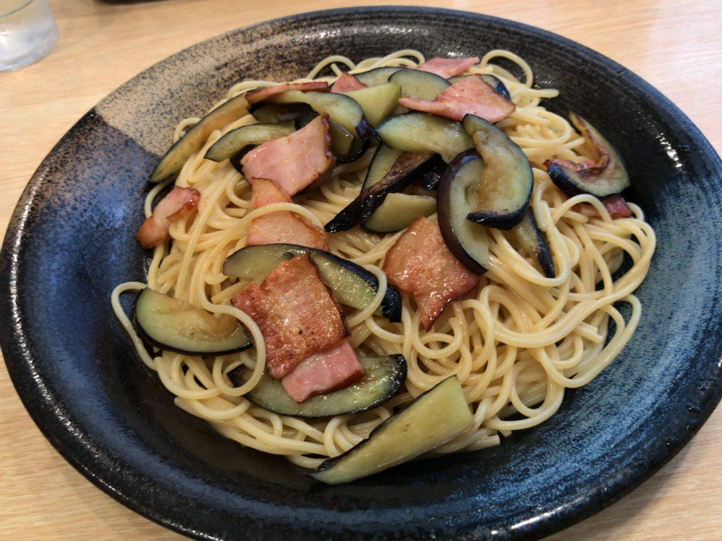 スパゲティ心の茄子とベーコン特選醤油味バター風味(大盛り)1,050円+100円