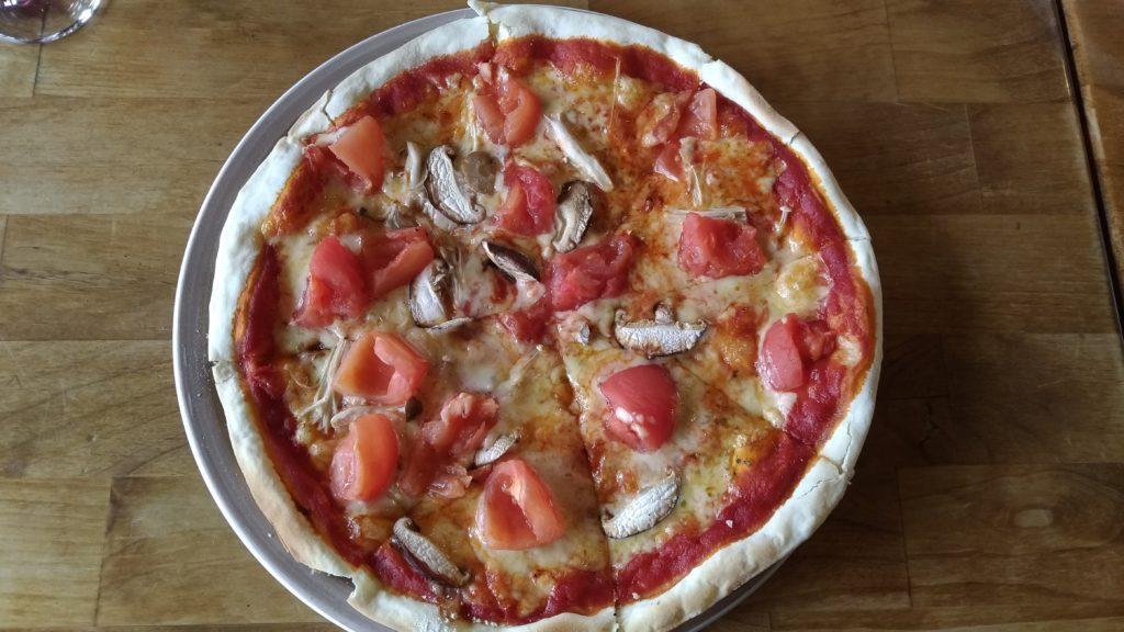 ジョイアミーア那須本店の木の子と新鮮トマトのピッツァ(1,300円)