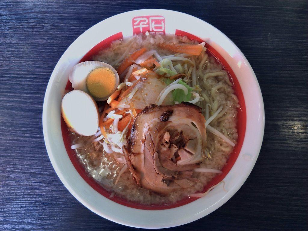 背脂系醤油豚骨 野菜味玉ラーメン(900円)
