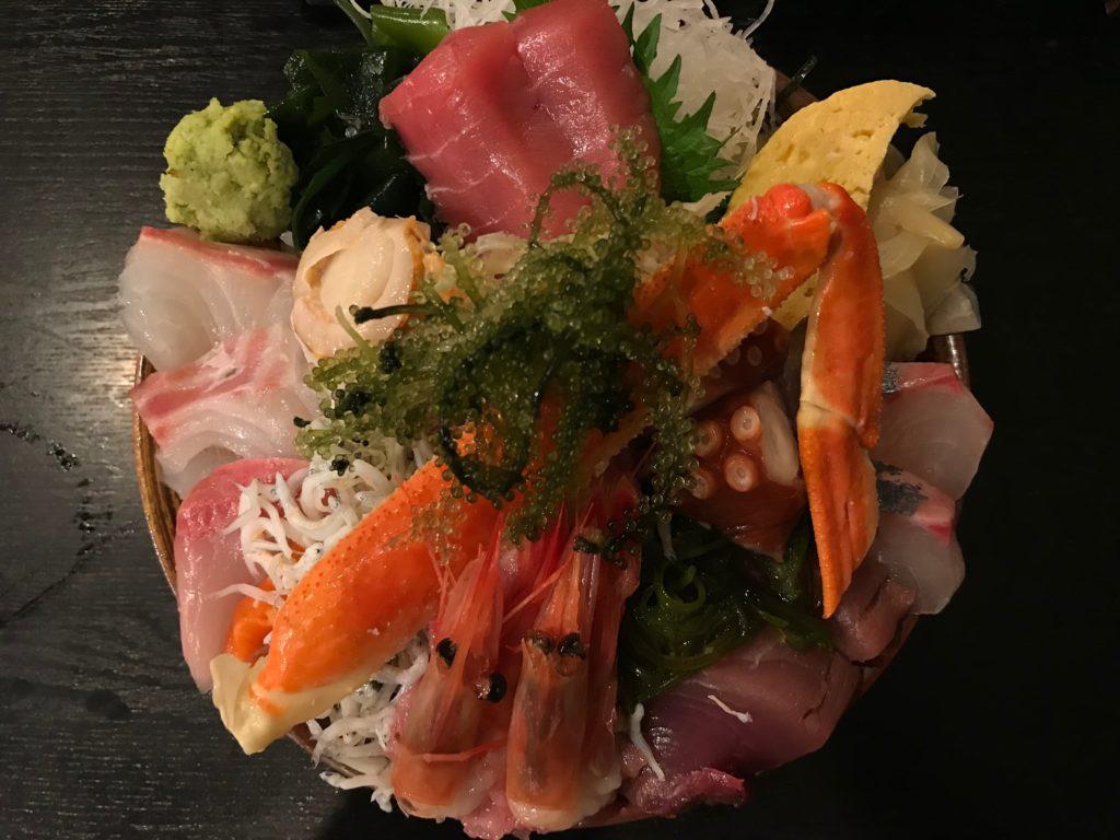 市場食堂さかなや本店の夜の豪華海鮮丼(2,300円)