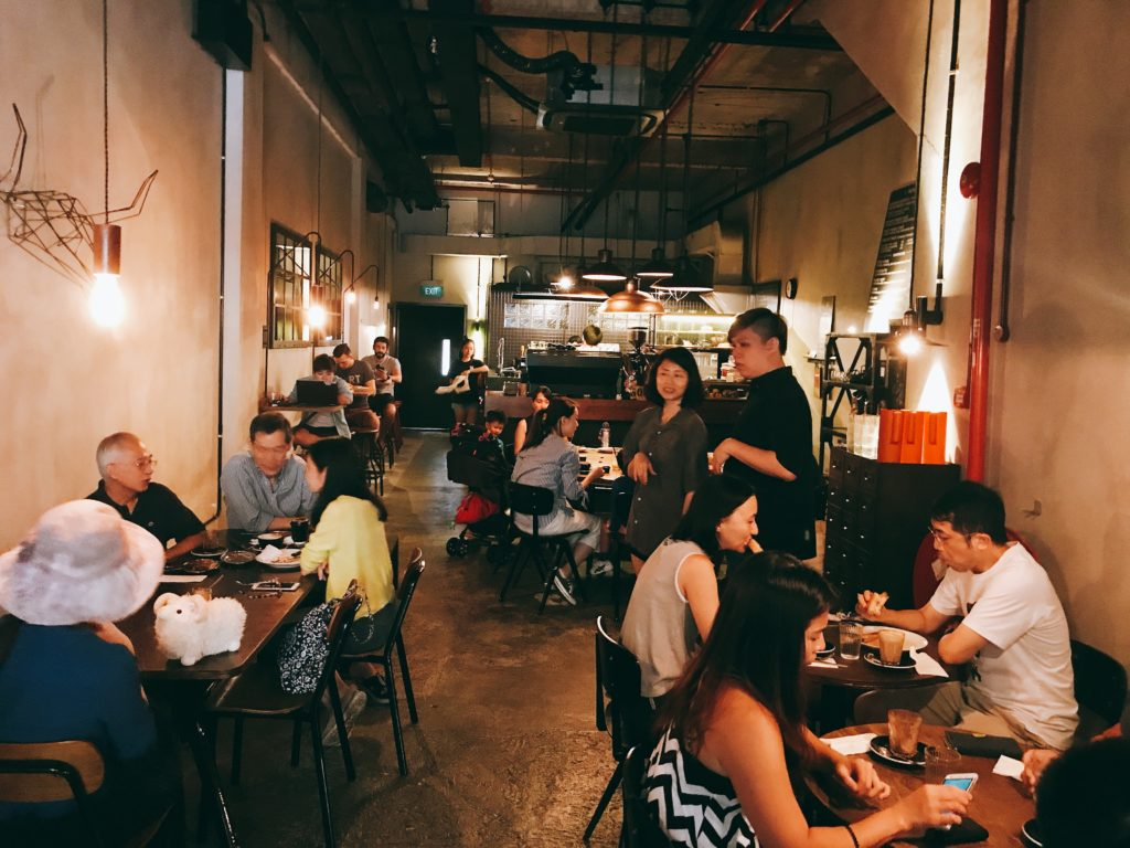 シンガポール朝食で人気のカフェ「RONIN」の店内