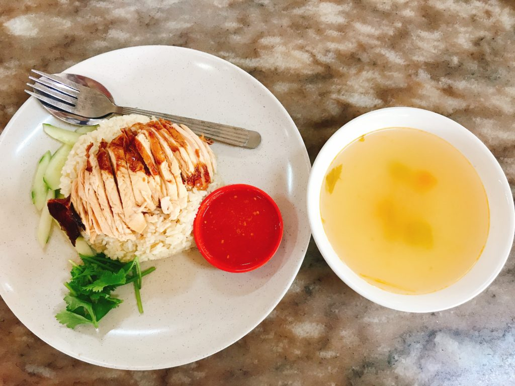 ジョホールバルの街の食堂「Restoran Beeken Yen」のチキンライス(150円)