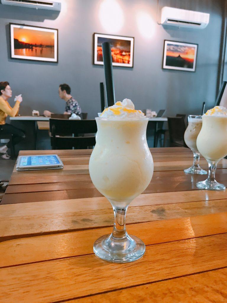 B.E. CafeのMango Smoothie(390円)