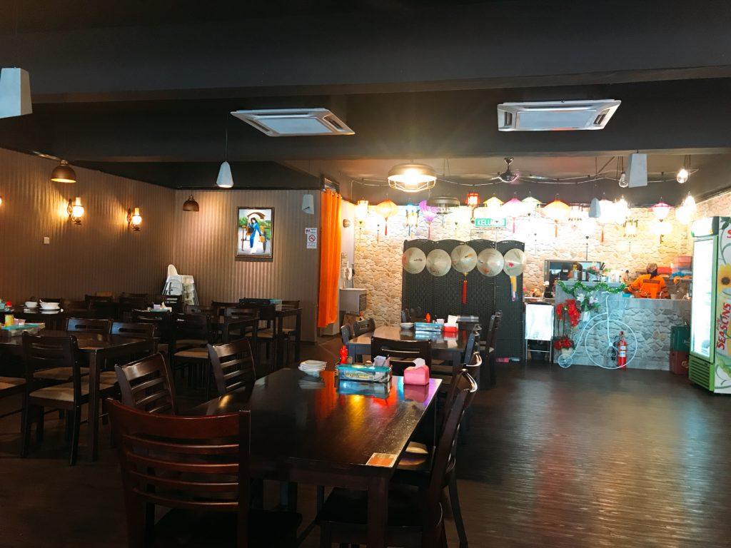 ジョホールバルのベトナム料理店Saigon Gardenの店内