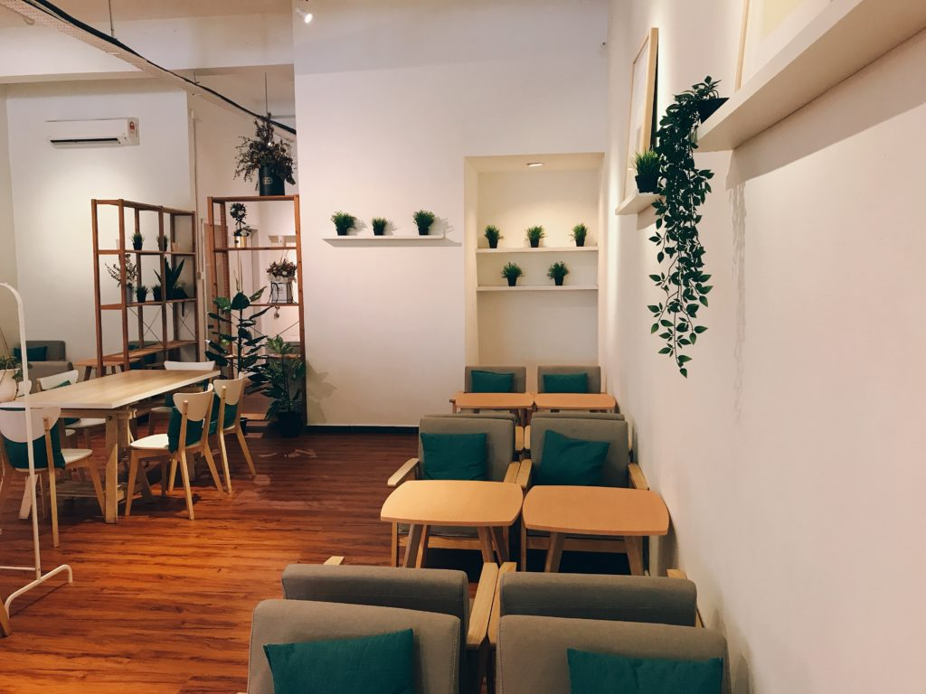 ジョホールバルのおしゃれカフェCHATTO(茶社)の店内