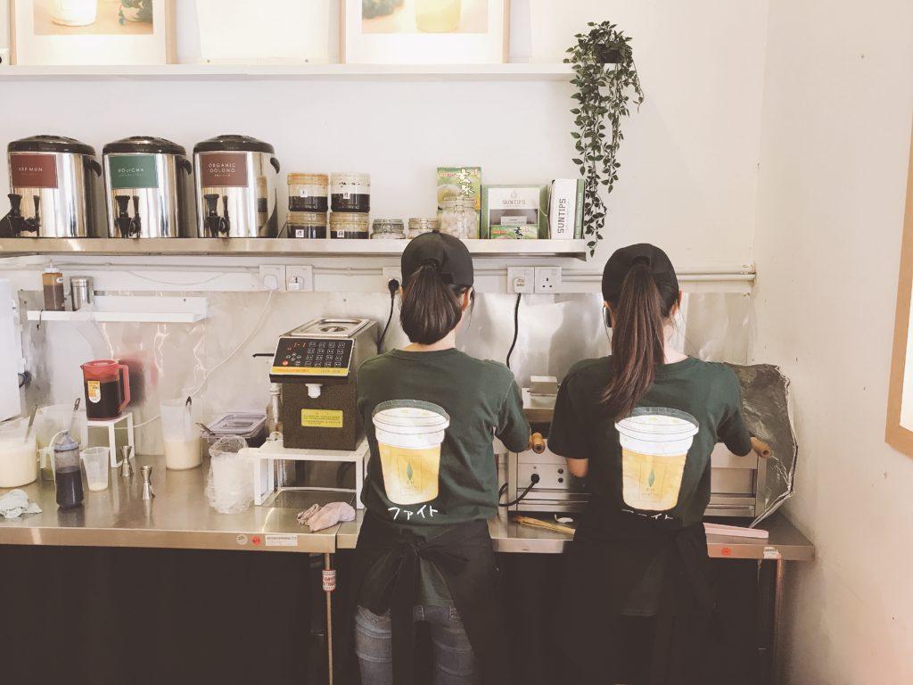 ジョホールバルのおしゃれカフェCHATTO(茶社)の店員さんユニフォーム