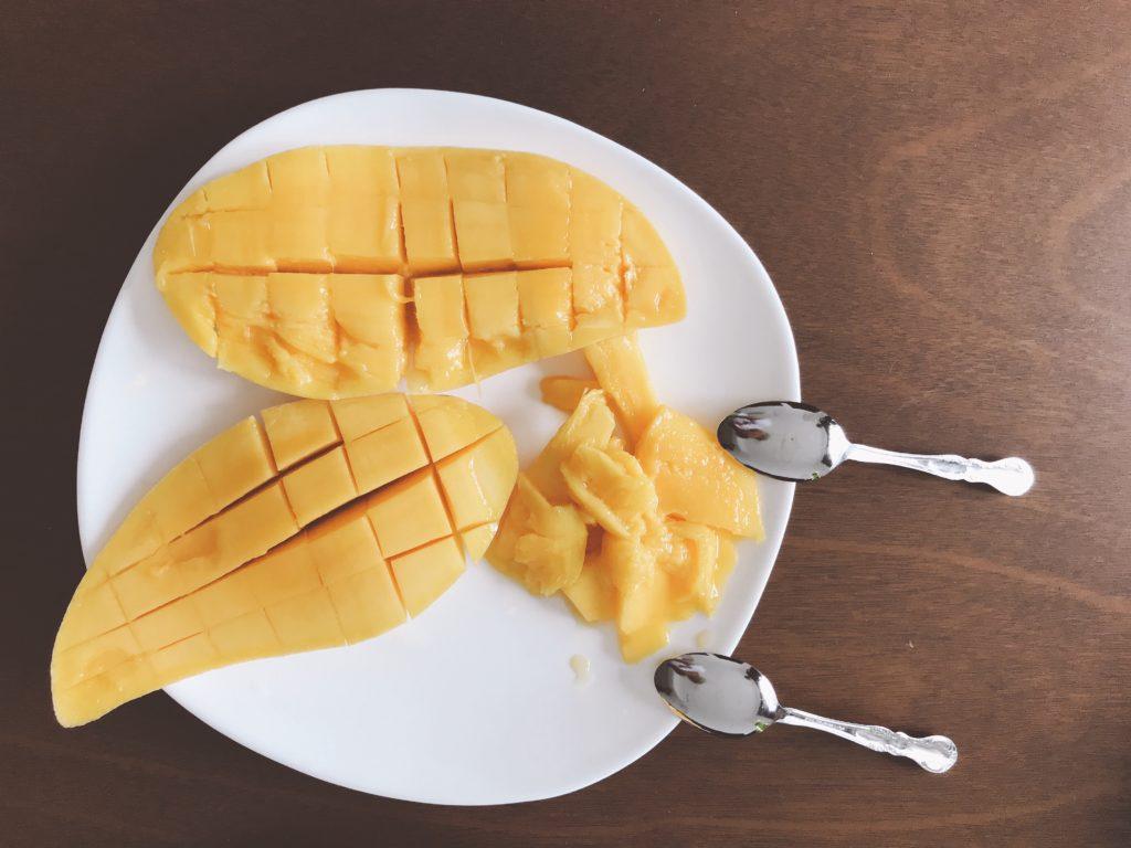 普通のマンゴー(1kg 240円)