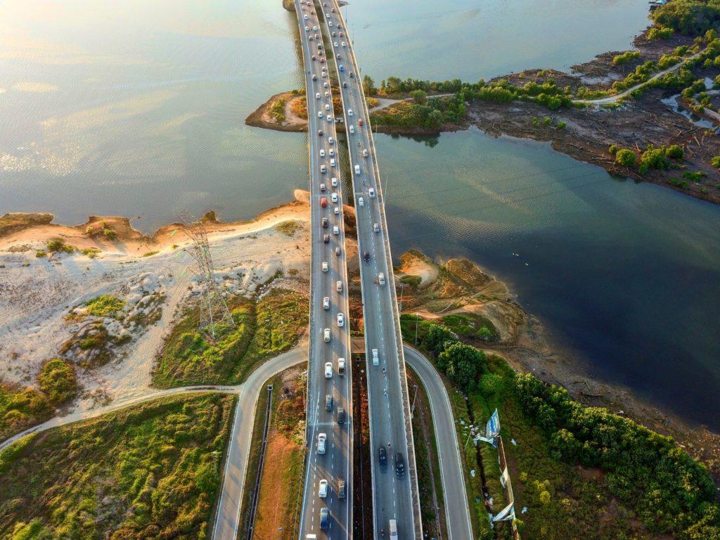 シンガポールからマレーシアへの移動は橋一本越えるだけ