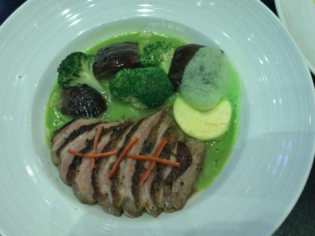ラム肉のグリーンカレーソース(1.000円くらい)確か…200〜300Bの間