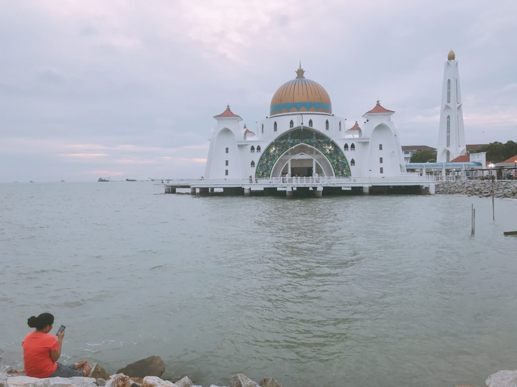 マラッカ観光の人気スポットMasjid Selat Melaka(水上モスク)の絶景スポットはここ!