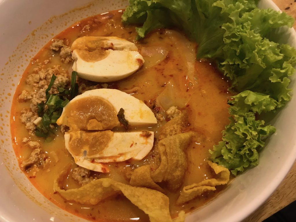 Crazy Noodleの④Minced Pork and Salted Egg/White Rice Noodle/Spicy Tom Yum Soup(180円/50B)