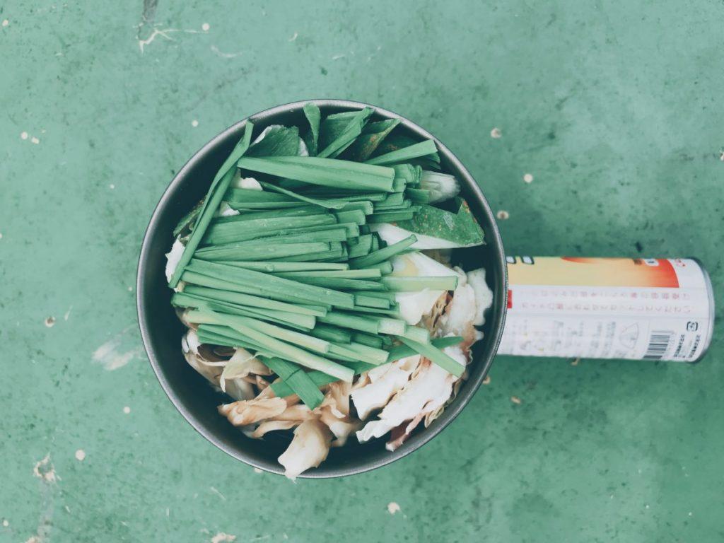 事前準備は5分!前日夜に野菜を切ってクッカーに詰めるだけ