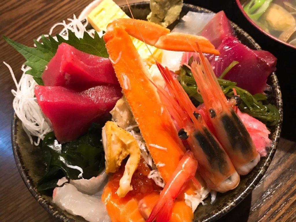 市場食堂さかなや(本店)の豪華海鮮丼(1,500円)+ご飯別盛(100円)