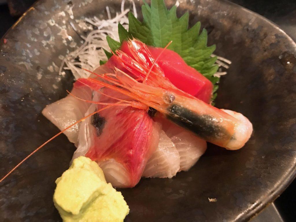 市場食堂さかなや(本店)のうな丼と刺身付き定食(1,500円)+ご飯大盛り(100円)