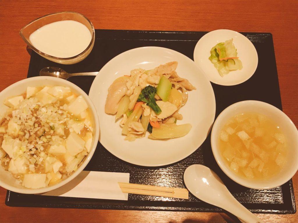鴻:鶏肉とセロリのさっぱり炒め(880円)